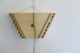 glas field sound installation Zithers, motors, silicone, stones and cable.Rubén D´Hers Âme Nue Gallery, Hamburg 2016
